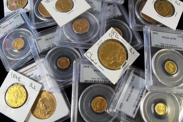 Каждая монета должна быть в специальном пластиковом боксе, чтобы максимальное количество времени сохранять свой презентабельный вид