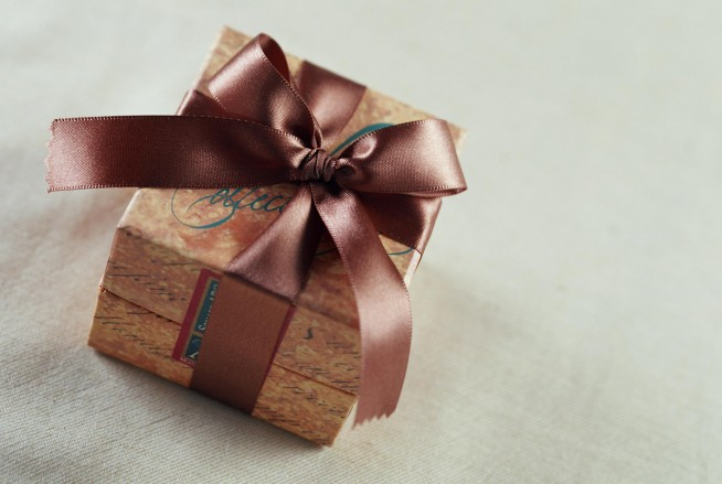 Подарок в коллективе может представлять собой сертификат услуг