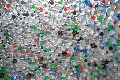 Бутылки придется очистить от грязи и других токсичных отходов