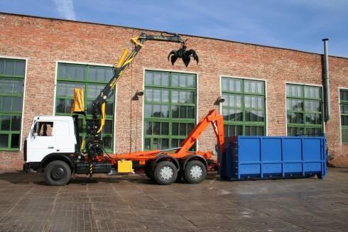 Примерно так происходит подъем контейнера на базу автомобиля